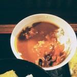 本場さぬきうどん 親父の製麺所 - 和風ではなくスパイシーなカレー丼!福神漬がよく合う!