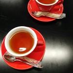 谷根千 az cafe - ランチに付いてるドリンクは紅茶をチョイス