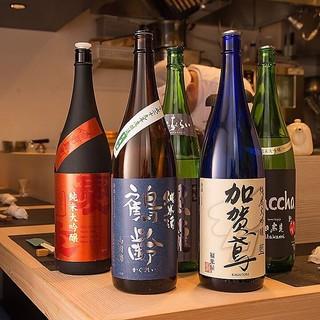 厳選された日本酒が30種類以上常備!利き酒セットも◎