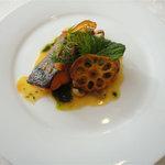 ベルエレーヌ - 料理写真:Aコースランチ(1470円)キングサーモンとホタテのグリエ