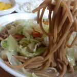 10180484 - 麺は中太麺のほぼストレート麺で、楕円形断面で加水率は中級