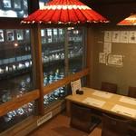 道頓堀 酒処 喜多蔵  - 内観写真:人気の座敷席。窓の外には道頓堀川とミナミの夜景が望めます。