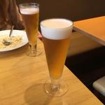 Miele - 同時におかわりビール やつのグラスは何故か少し減っている