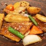 大戸屋 - 鱈の切り身もゴロゴロと多いですが、野菜もジャガイモ、ナス、玉ねぎ、いんげん、人参、レンコンと色んな野菜を摂取できます。