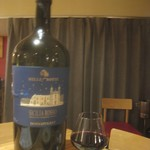 101806359 - ドンナフガータ・シチリア・ロッソ グラス ¥2376 驚異の12l瓶。