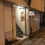 COFFEE IN HALF - 店舗1階入り口