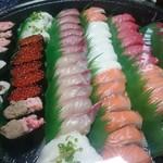 魚屋路 - 料理写真:お寿司たち。