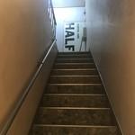 COFFEE IN HALF - 二階に上がる階段