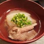 禅紫 - 骨付肉と大根のスープ