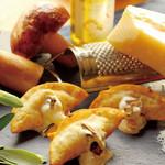 餃子屋本舗 - ポルチーニ茸と白トリュフの濃厚クリーム揚餃子