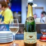 スタンドシャン食 Osaka北新地 Champagne & GYOZA BAR - ☆Poilvert Jacques Champagne Brut 980円