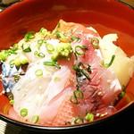 101819176 - 地魚海鮮丼1,300円