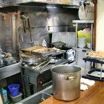 田上 - 厨房を望む