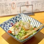 あじとよ屋 - あじとよ屋サラダ 海鮮(580円)