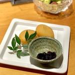 あじとよ屋 - カマンベールチーズ入りポテトもち(510円)