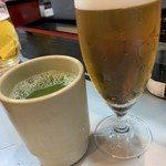 立喰 さくら寿司 - 生ビール(小)をお代わりして、お茶も一緒に...、冷たいあの子と、熱いオレ...、的な関係...