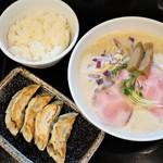 麺飯食堂 三羽鴉 - 平日限定ランチセット(ラーメン・餃子・ごはん)
