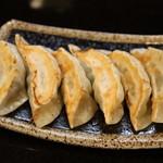 麺飯食堂 三羽鴉 - 自家製餃子(単品 6個)