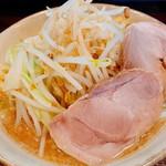 麺道 くろとん -  「G麺(750円)」野菜増し「あじ:濃」「あぶら :普通」「めん:硬」「にんにく:多」
