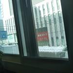 カフェ イースト4 - 正面は、サッポロファクトリーの建物
