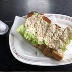 茶居珈 - ツナトースト・600円。塩までもオシャレに見える。