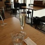 グリーン グリル - グラス スパークリングワイン300円(ランチセットメニュー)