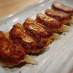 101827955 - 焼き餃子✨とってもジューシー♪                       錦市場にも餃子専門の支店があるそうです!
