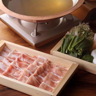 【自慢の黄金出汁で食す】霧島豚のしゃぶしゃぶ鍋