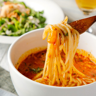 原宿で大人気の本格シンガポール料理「ラクサ」