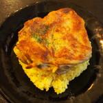 kanakoのスープカレー屋さん - Kanako'sチキングリルonライス(ターメリックライスの上に大きなチキングリル)