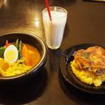 kanakoのスープカレー屋さん - Kanako'sチキングリルonライス & ラッシー