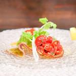 アンティカ オステリア バーチョ - 前菜の盛り合わせ 北海道産キャロルセブンのブルスケッタ 宮崎県産三元豚の自家製プロシュート、もも肉 ズワイガニと野菜のフリッタータ カンパチのマリネ、ラビゴットソース