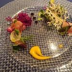 サロマ湖鶴雅リゾート - つぶ貝のブルギ二ヨンバター  和風コンソメジュレとイクラ添え  冷製鰤大根 サラダ仕立て