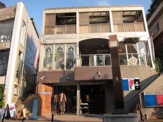 ウズナ オムオム - 原宿XS この画像の一番上左端がこのお店