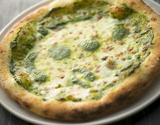 カレンダー - モッツァレラチーズとジェノベーゼのピッツア