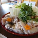 Niijimasuisanhigashiuraten - 鍋もフグがたっぷり