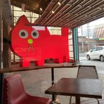 二三味珈琲 cafe - このニャンコがいつも背後から視線を送っておりますwオーナーのご友人の作家さんらしいですよ。