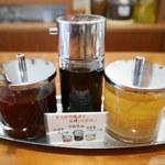 辺銀食堂 - 食べるラー油とニンニク油