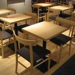 モノクル カフェ - 店内