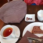 ラ・メゾン・デュ・ショコラ   - 紅茶にチョコが付いてきました