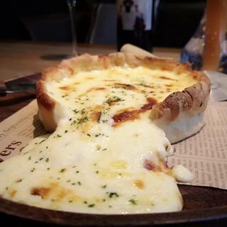 SNSで話題沸騰!『とろけるチーズinシカゴピザ』