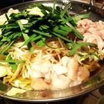 101853892 - もつ鍋(before)