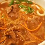 101860006 - カレーうどんは和出汁の中に香辛料がきいてて、                       辛さも絶妙です。太めの麺にカレー出汁がよく絡んで                       とっても美味しい~♪