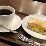 上島珈琲店 - ◆Bの「コールスローたまごさらだサンド(ハーフ:460円)」を選びました。 5分程度で提供されます。