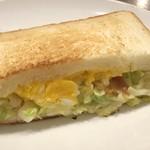 上島珈琲店 - *サンドはそのままかトーストするか尋ねられましたので、トーストで。 コールスローが入っていますけれど、温めたほうが美味しいような。