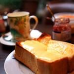 蜜蜂 - チーズもバターもたっぷりで美味しい♪