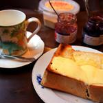 蜜蜂 - 厚切りチーズトースト。