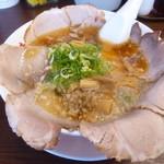 背脂醤油ラーメン 谷口商店 - 料理写真:背脂醤油肉ラーメン(並)