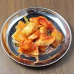 大衆鶏焼肉 鶏とし - カクテキ