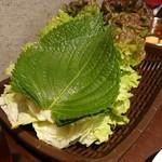 ハルバン - レタスと胡麻の葉